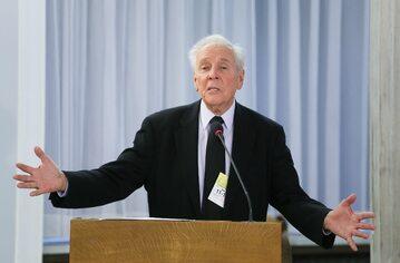 """Amerykański psycholog, badacz środowisk LGBT dr Paul Cameron podczas konferencji """"Polska na mapie drogowej ruchów LGBT. Dane empiryczne"""""""