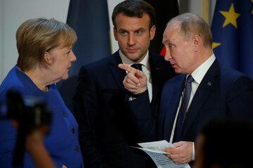 Angela Merkel, Emmanuel Macron i Władimir Putin podczas spotkania w Paryżu