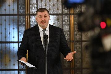 Artur Dziambor podczas konferencji prasowej w Sejmie