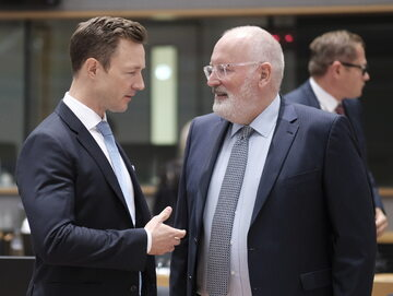 Austriacki minister ds. Europejskich Gernot Blümel i wiceszef Komisji Europejskiej Frans Timmermans