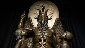 Baphomet – obiekt kultu Świątyni Satanistycznej. Podobny pomnik sataniści ustawili przed budynkiem kapitolu w stanie Arkansas.