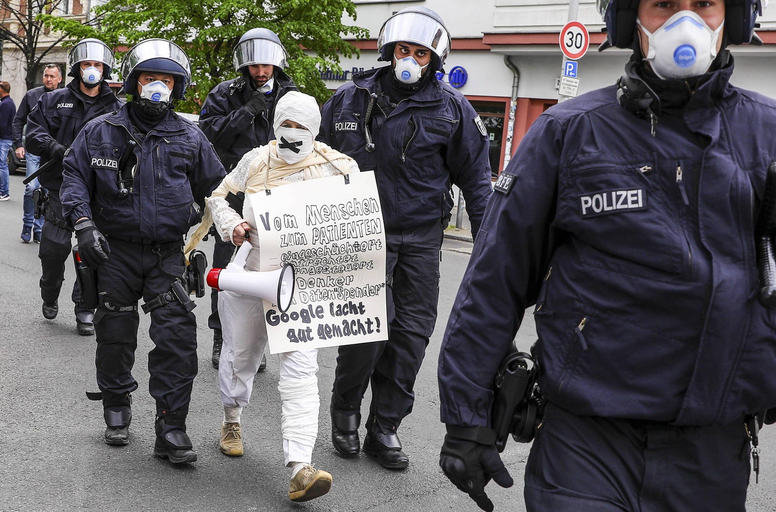 Berlin: Protesty przeciw restrykcjom wprowadzonym w związku z koronawirusem