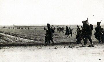 Bitwa Warszawska – piechota polska w tyralierze