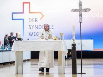 Bp Georg Bätzing, jeden z luminarzy niemieckiej Drogi synodalnej