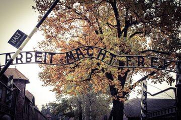 Brama obozowa w KL Auschwitz