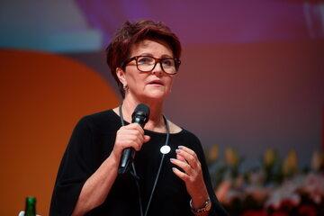 """Była pierwsza dama Jolanta Kwaśniewska podczas sesji """"Czas na kobiety - nasza wolność, nasza przyszłość"""" w drugim dniu IX Ogólnopolskiego Kongresu Kobiet,"""