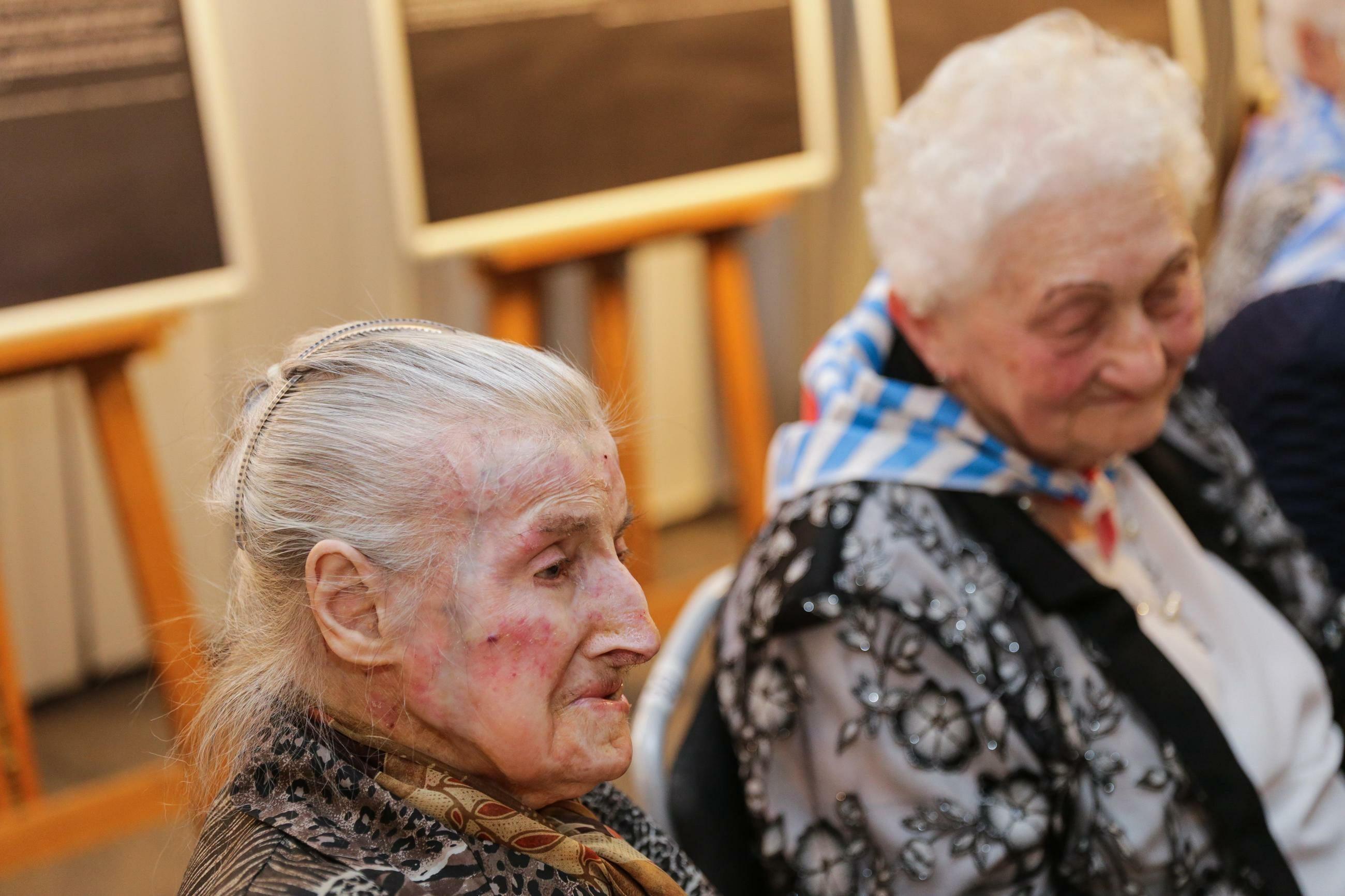 Byłe więźniarki obozu KL Ravensbrück dr Wanda Wiktoria Półtawska oraz Halina Skalbmierska