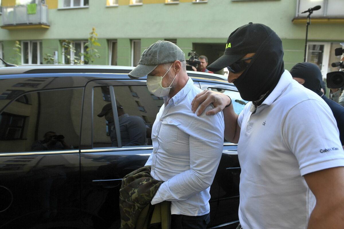Były minister transportu Sławomir Nowak doprowadzany na posiedzenie aresztowe w Sądzie Rejonowym w Warszawie,