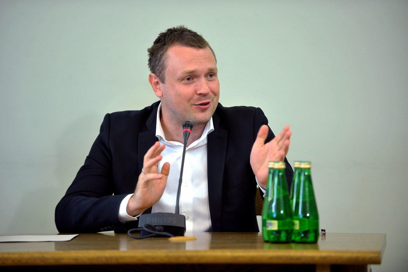 Były pracownik OLT Express Sp. z o.o., syn byłego premiera, szefa Rady Europejskiej Donalda Tuska, Michał Tusk zeznaje przed sejmową komisją śledczą ds. Amber Gold