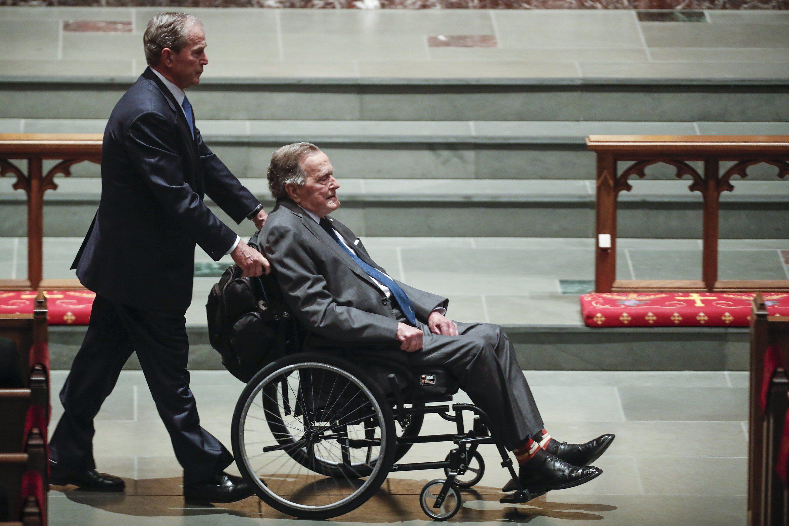 Były prezydent USA George W. Bush ze swoim ojcem, również byłym prezydentem Georgem H.W. Bushem