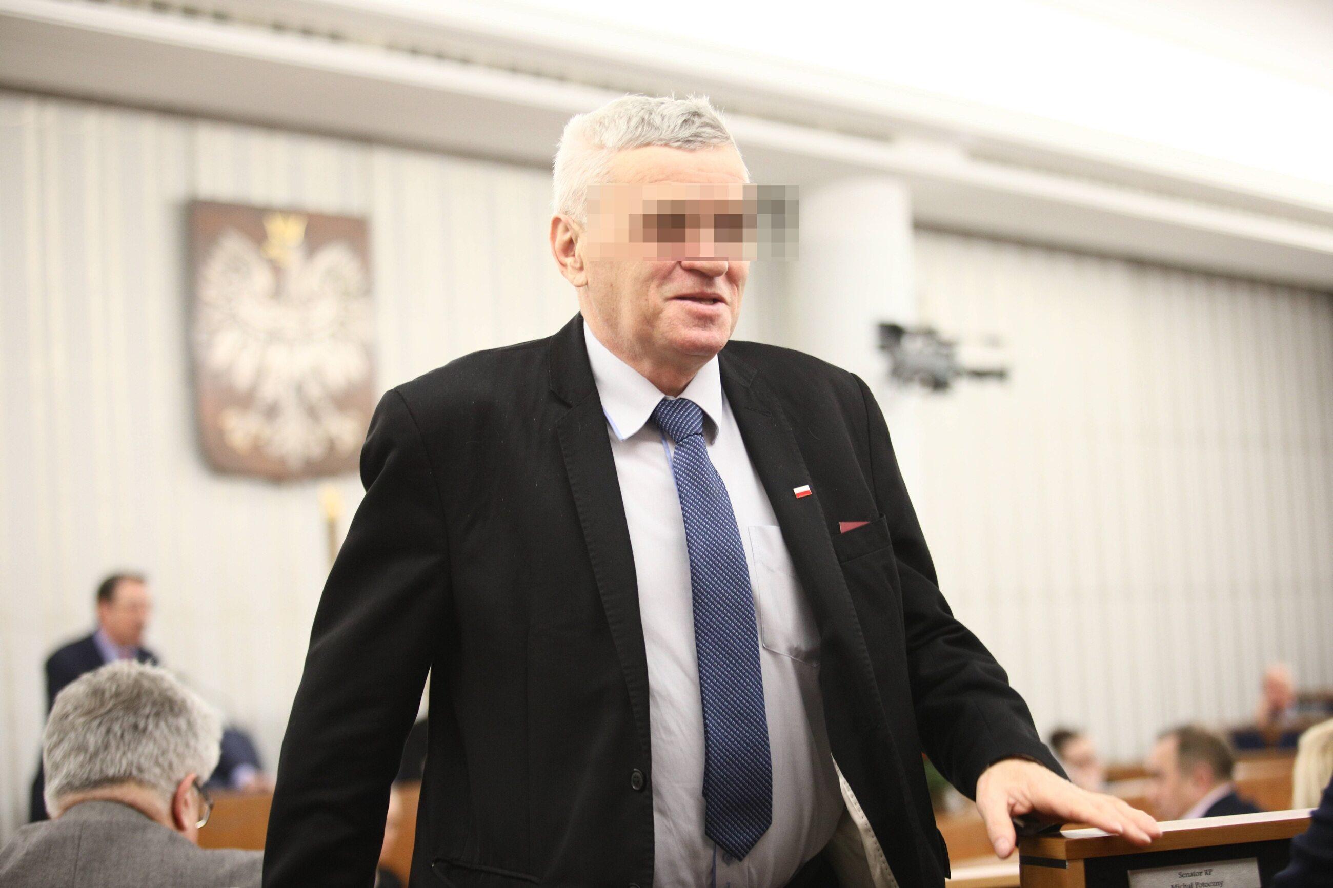 CBA zatrzymało byłego senatora PiS Stanisława K. i jego syna, a także dyrektor małopolskiego oddziału Państwowego Funduszu Rehabilitacji Osób Niepełnosprawnych.