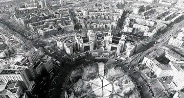Centralny plac Charkowa zyskał kształt silnika z paskiem klinowym