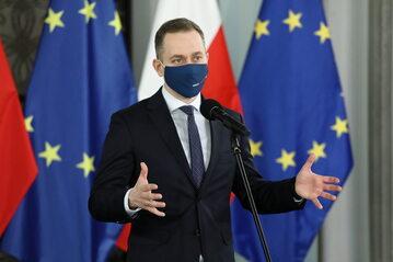 Cezary Tomczyk podczas konferencji prasowej w Sejmie w Warszawie