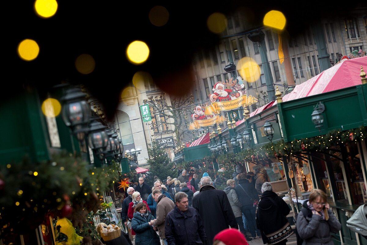 Ciężarówka wjechała w tłum ludzi na świątecznym jarmarkiu w Berlinie.
