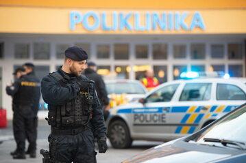 Czeska policja pod szpitalem w Ostrowie
