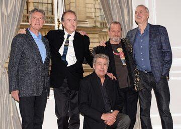 Członkowie grupy Monty Python (od prawej): John Cleese, Terry Gilliam, Terry Jones, Eric Idle i Michael Palin