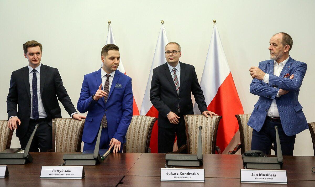 Członkowie Komisji weryfikacyjnej: Sebastian Kaleta, Patryk Jaki, Łukasz Kondratko, Jan Mosiński przed pierwszym posiedzeniem roboczym