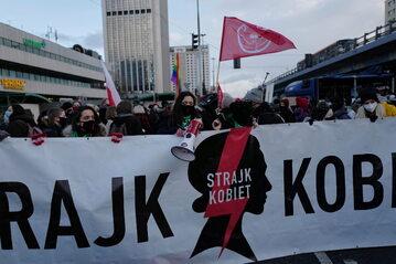 Demonstracja Ogólnopolskiego Strajku Kobiet w Warszawie