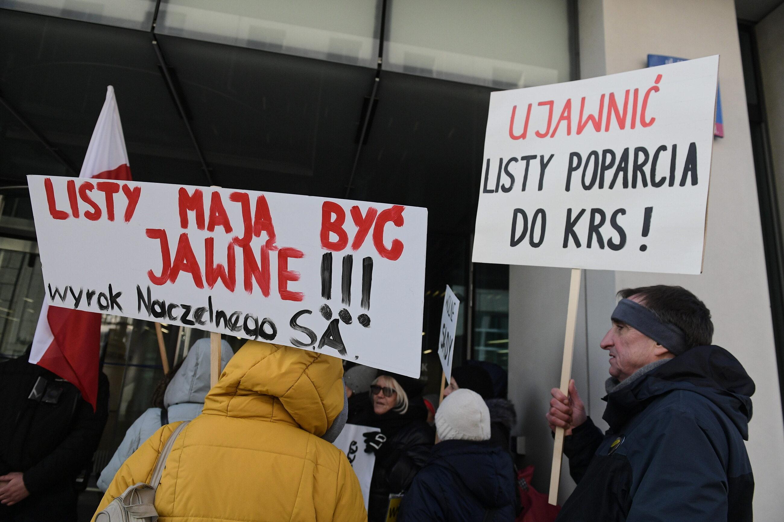 Demonstracja przed Kancelarią Sejmu