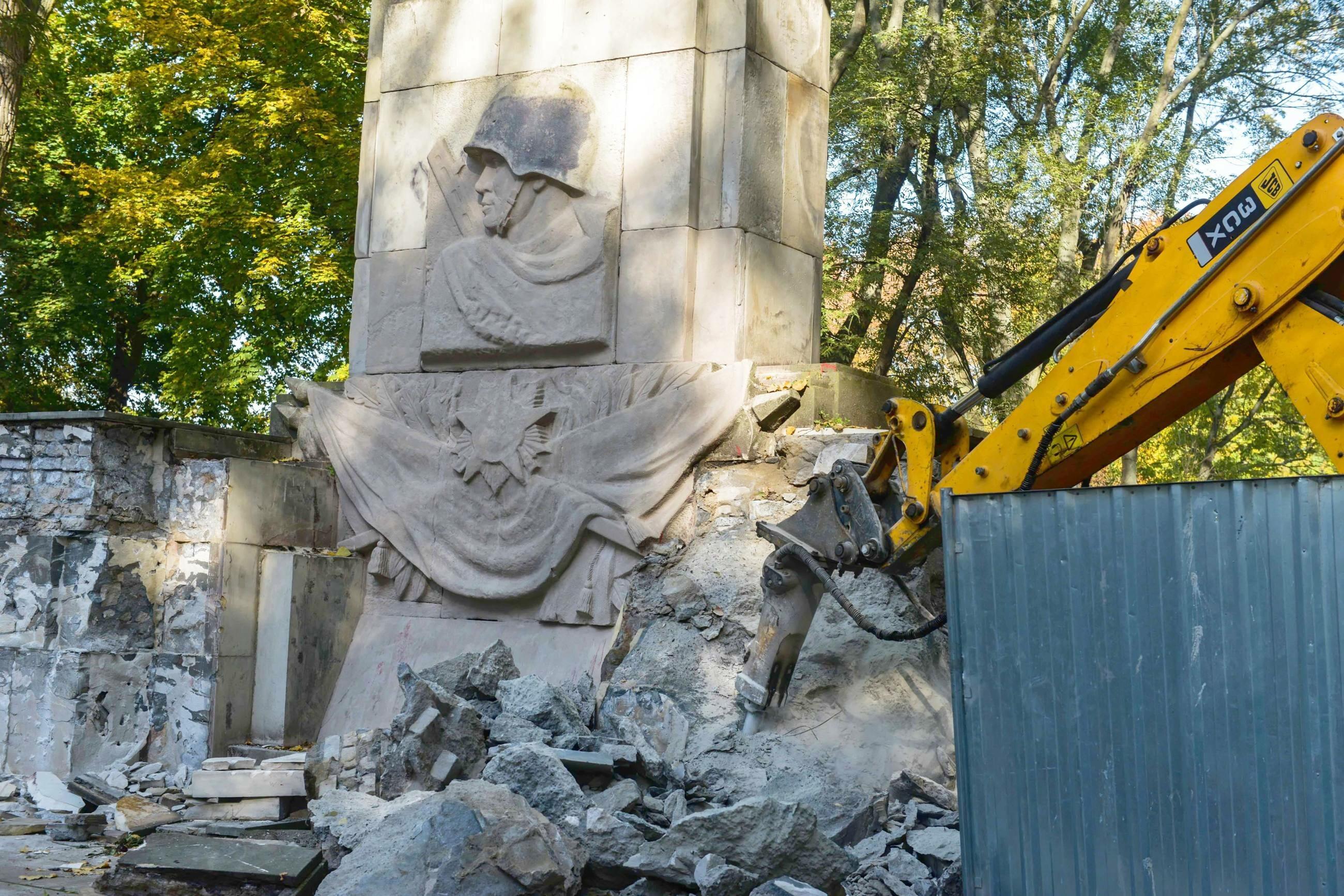 Demontaż pomnika Wdzięczności Żołnierzom Armii Radzieckiej
