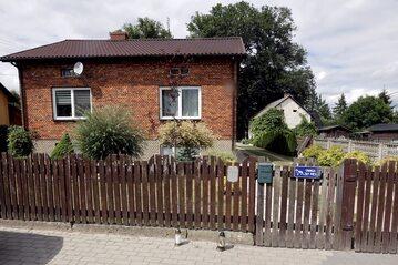 Dom w miejscowości Borowce (pow. częstochowski), którym w nocy z 9/10 bm. doszło do zabójstwa trzyosobowej rodziny