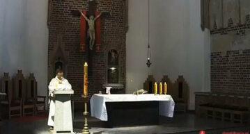 """Dominikanin o grillowaniu i """"włóczeniu się po kościołach"""""""