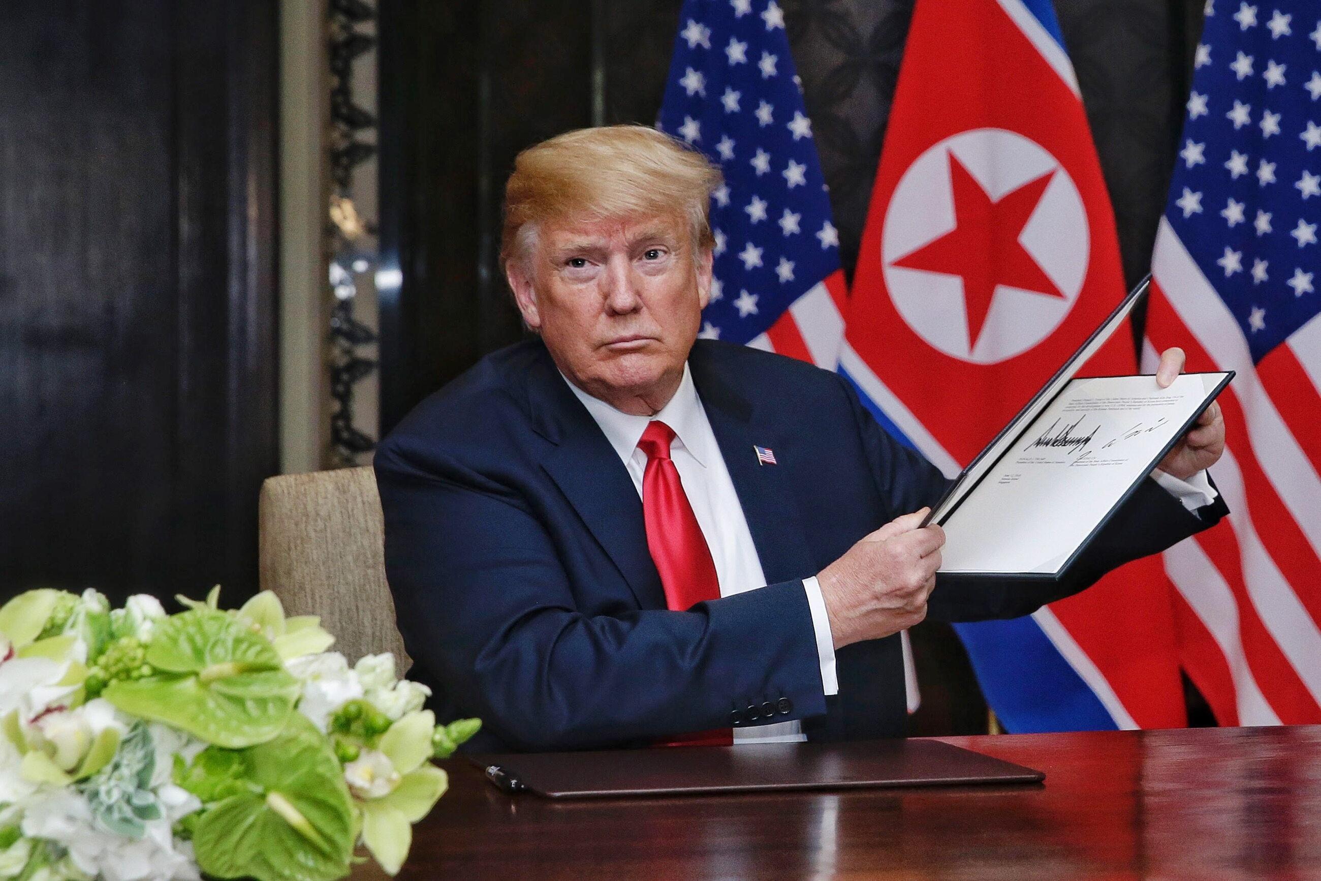 Donald Trump i  Kim Dzong Un podpisali wspólny dokument na zakończenie szczytu w Singapurze