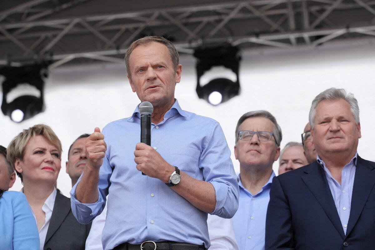 Donald Tusk na marszu Koalicji Europejskiej