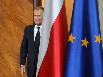 Donald Tusk przed konferencją prasową w 2011 roku