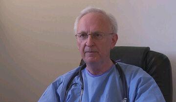 Dr Zbigniew Martyka, ordynator oddziału obserwacyjno-zakaźnego w szpitalu w Dąbrowie Tarnowskiej