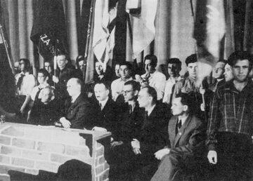Działacze Żegoty podczas obchodów trzeciej rocznicy powstania w getcie warszawskim, kwiecień 1946