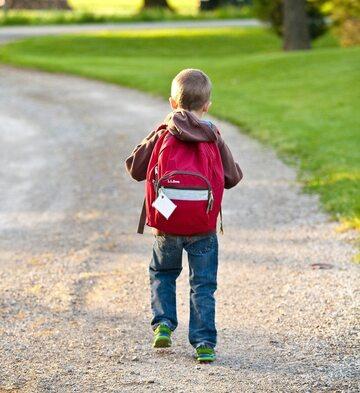 Dziecko w drodze do szkoły