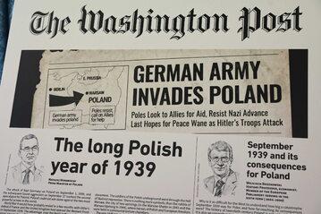 """Ekspozycja projektu """"Opowiadamy Polskę światu. 1939-2019"""". Okładka """"The Washington Post"""""""
