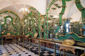 Ekspozycja skarbca Augusta II Mocnego w sali zwanej Zielonym Sklepieniem na zamku w Dreźnie (kwiecień 2019 r.)