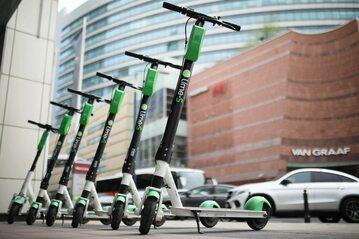 Elektryczne hulajnogi Lime w centrum Warszawy