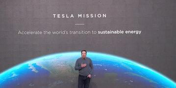 Elon Musk podczas prezentacji Solar Roof