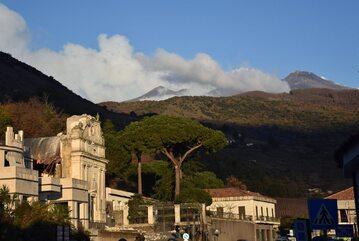 Etna to czynny wulkan we Włoszech, który znajduje się na wschodnim wybrzeżu Sycylii. Ostatnia poważna erupcja miała miejsce w 1992 roku.