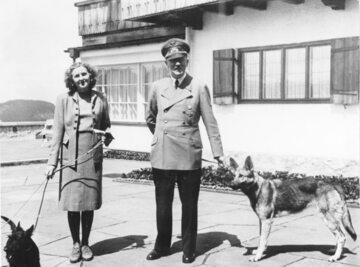 Ewa Braun i Adolf Hitler, 1942 r.