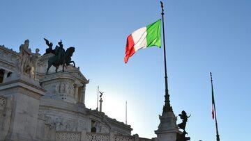 Flaga Włoch. Rzym. Zdj. ilustracyjne