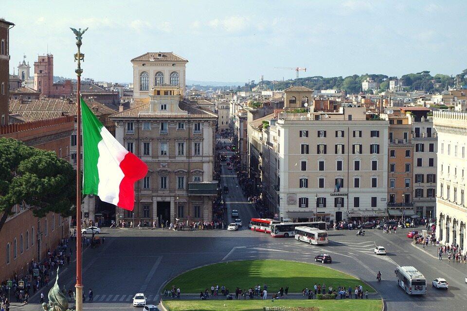Flaga Włoch w Rzymie