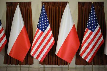 Flagi Polski i Stanów Zjednoczonych