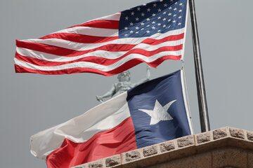 Flagi Stanów Zjednoczonych i stanu Teksas, zdjęcie ilustracyjne
