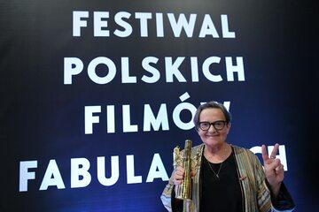 """Gdynia, 21.09.2019. Reżyserka Agnieszka Holland z nagrodą Złote Lwy za film """"Obywatel Jones"""""""