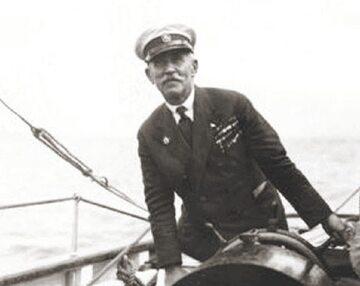 """Gen. Mariusz Zaruski na pokładzie """"Zawiszy Czarnego"""""""