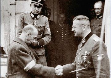 Generał Tadeusz Bór-Komorowski i gen. Erich von dem Bach-Zelewski po upadku powstania warszawskiego fot. forum