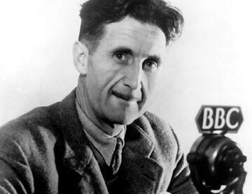 George Orwell przed mikrofonem BBC