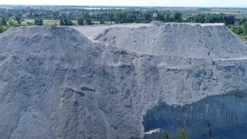 Gigantyczna pohutnicza hałda na Dolnym Śląsku. Mieszkańcy twierdzą, że zatruwa wodę i środowisko