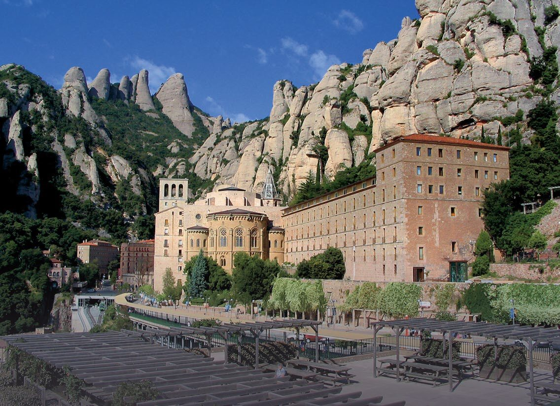 Główne zdjęcie: klasztor w Montserrat związany z legendą o Graalu.