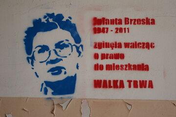 Graffiti upamiętniające Jolantę Brzeską na budynku przy ul. Wilczej 19 w Warszawie