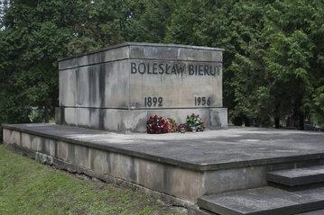 Grób Bolesława Bieruta na Wojskowych Powązkach w Warszawie